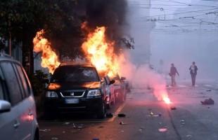 Le manifestazioni violente rafforzano da sempre il Potere. L'alternativa è voltare le spalle al Sistema.